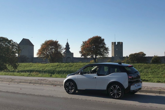 瑞典測試黑科技:改裝道路給電動車無線充電