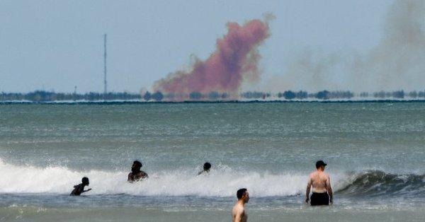 SpaceX載人龍飛船測試出現異常 現場瀰漫濃煙(圖)
