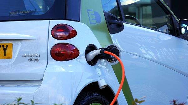 車輛電動化、車用鋰離子電池夯!2030 年估跳增 3.5 倍