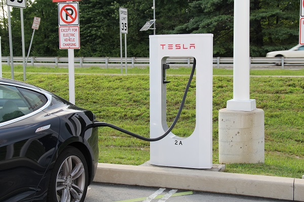 Tesla超級充電站計畫開放給他牌電動車充電